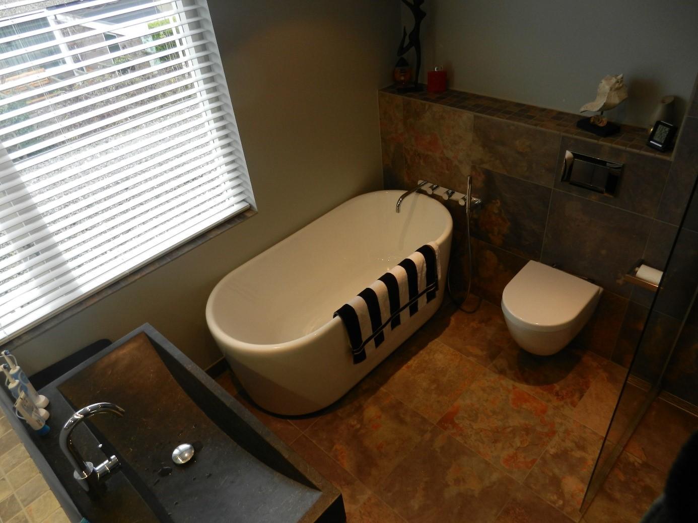 Foto van een gerenoveerde badkamer door Boymans Loodgieter Berkel
